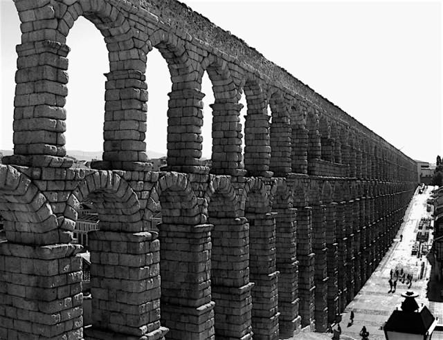 dscn1025-segovia-aqueduct-bw